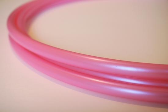 軽量PPフープ・ウォーターメロンシュガー/ポリプロピレン製の淡いピンクのフラフープです。